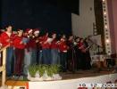 Grudzień występ uczniów śpiewających kolędy w języku niemieckim i angielskim