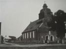 Pocztówka przedwojenna z Wierzchowa. Widok na kościół.